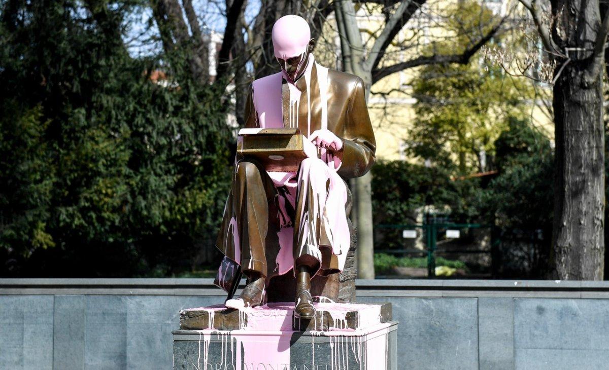 Indro Montanelli statue